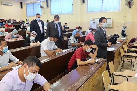 الجيزاوى يتفقد لجان الامتحانات بكليتى الزراعة والطب البيطرى ويشيد بتطبيق الاجراءات الاحترازية