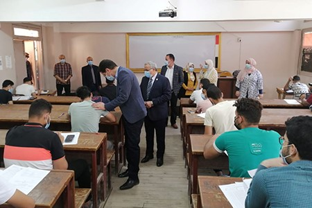 El Gizawy inspects the Second Semester Exams at Faculty of Science