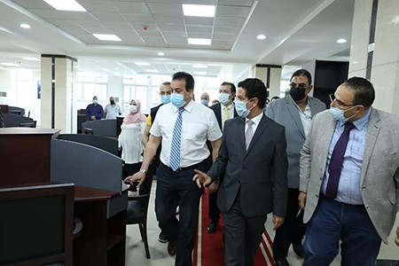 Minister of Higher Education inspects Electronic Test Center and the Central Library at Benha University