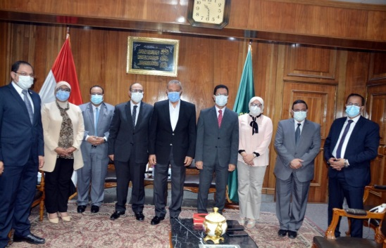 Qalyoubia Governor discusses granting the Egyptian fellowship between Benha University and the Directorate of Health