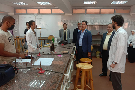 In His Inspection Tour: El Gizawy Inspects the Central Labs at Benha University