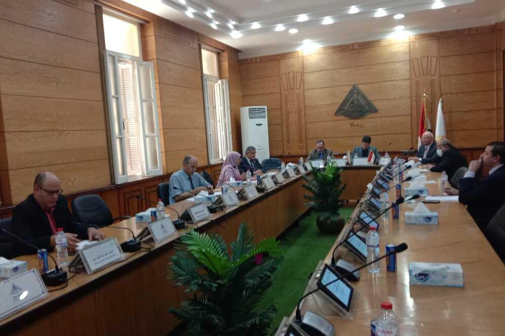 مجلس ادارة وحدة التخطيط الاستراتيجي بجامعة بنها يناقش الجدول الزمني للخطة الخمسية ٢٠٢٣ - ٢٠٢٨