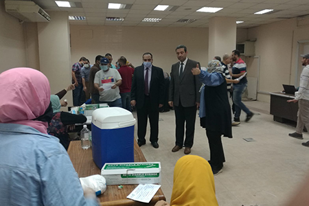 Benha University's Vice President for Education and Students Affairs inspects Corona vaccination at Faculty of Engineering, Shoubra